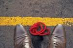 ligne jaune fil rouge